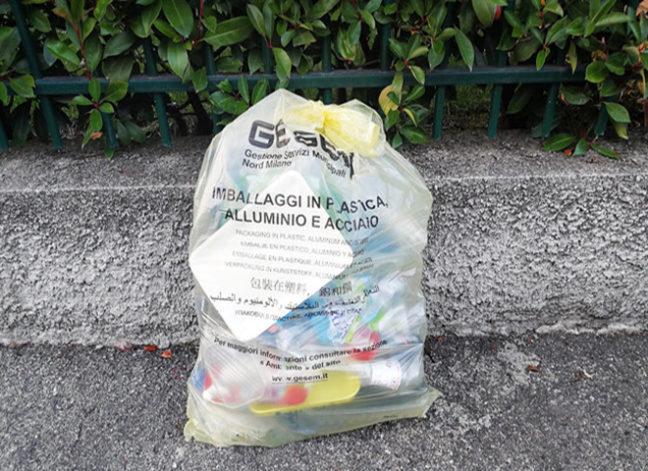 Sacco della raccolta differenziata plastica